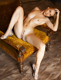 Model leona in stretched