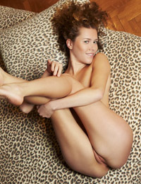 Model ella in leopardia